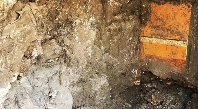 Pompei, scoperto tunnel del XVIII secolo con anfore, vasi e affreschi