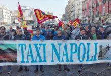 Bus turistici a Napoli, la protesta dei tassisti per l'ok del Comune