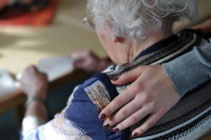 Caserta, ben 86 truffe ad anziani: 8 persone arrestate