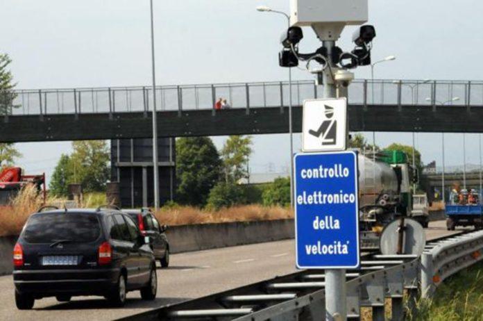 """Francia, protesta del """"Gilet Gialli"""": distrutti 3275 autovelox in tutto il Paese"""