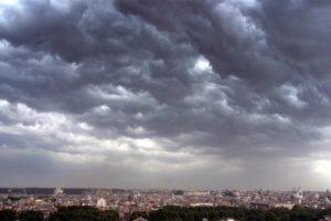 Allerta meteo Campania, piogge e temporali anche il 4 maggio