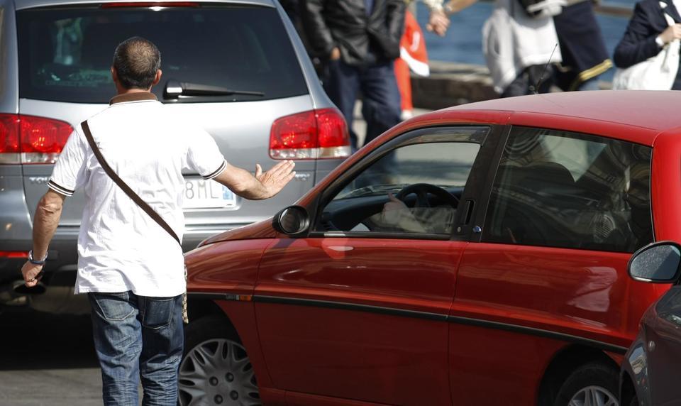 Salerno, blitz contro parcheggiatori abusivi: 32 arresti