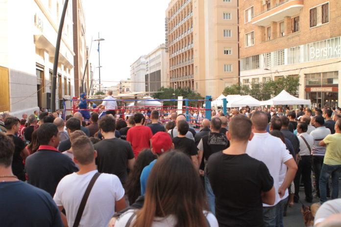 La Napoliboxe in piazza nei Quartieri Spagnoli