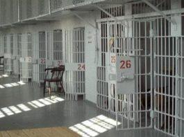 Benevento, raptus in carcere: detenuto minaccia di far esplodere cella