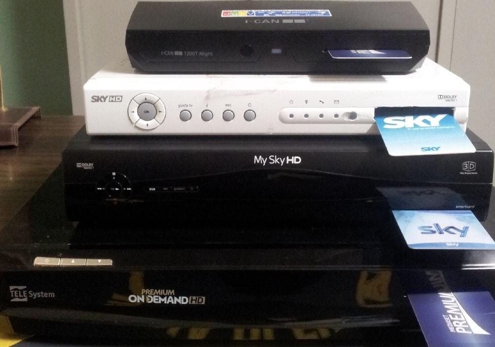 Sky-Mediaset, scoperte centrali pirata per canali pay-tv: 5 arresti