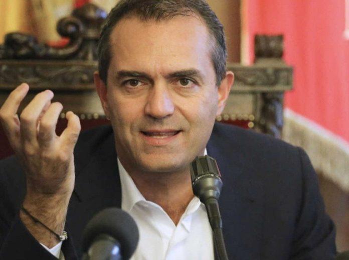 Napoli, de Magistris attacca: