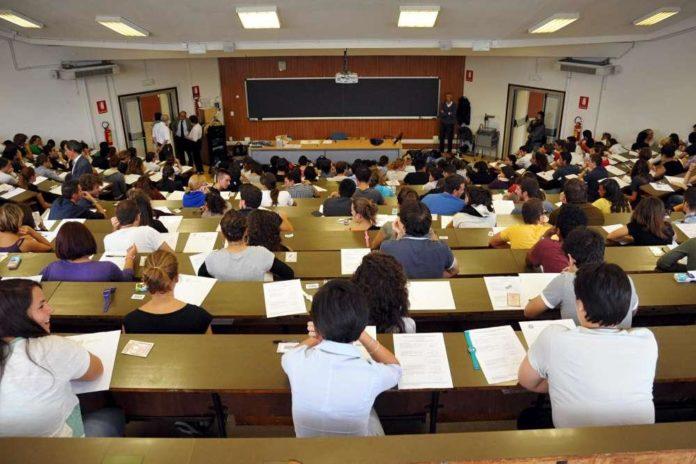 Università, doppio lavoro: sotto inchiesta 15 docenti di Napoli