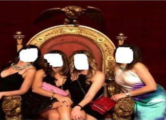 Napoli, foto su trono di Palazzo Reale: è polemica