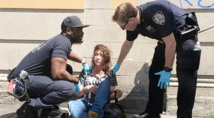 """New York, allarme K2: la droga sintetica che riduce i ragazzi a """"zombie"""""""