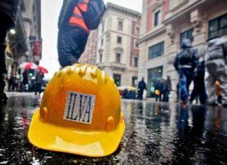 Ilva, morte operaio travolto da cavo d'acciaio: sciopero immediato