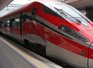 Trenitalia, dal 10 giugno nuove fermate e sconti per le famiglie