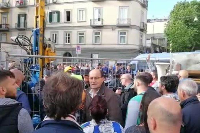 Vomero, protesta mercatali in Piazza Medaglie d'Oro: traffico in tilt