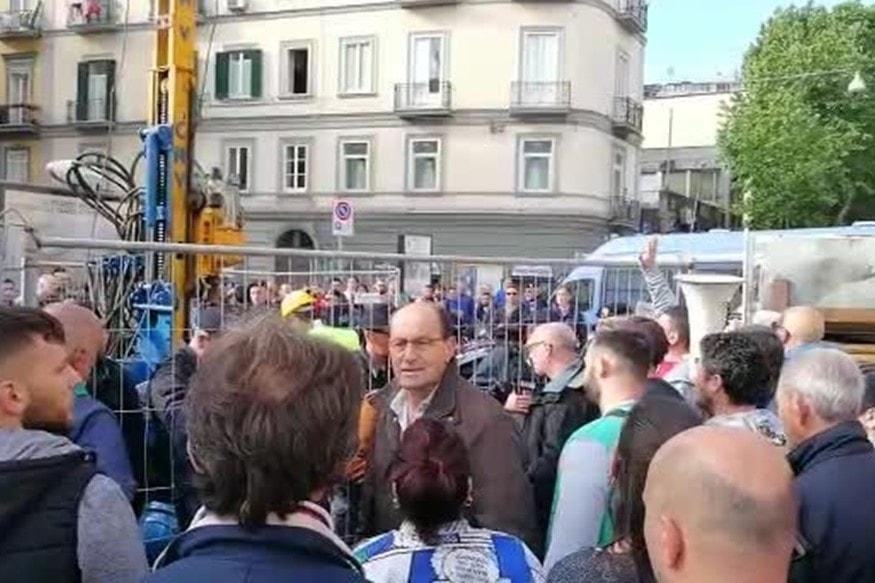Mercatali e No box in rivolta, caos e barricate al Vomero