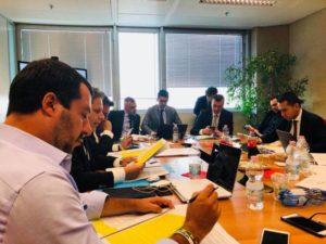 Governo, Salvini e Di Maio chiedono più tempo: non c'è accordo sul premier