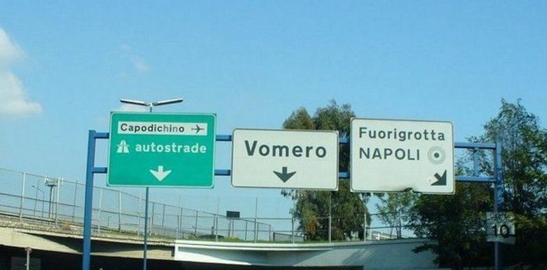 Napoli, Via Pigna: delimitato il traffico per caduta di calcestruzzi