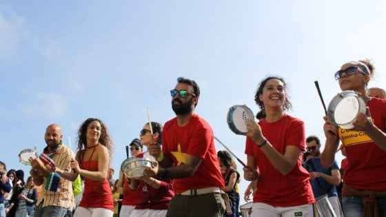 """Una grande iniziativa per Napoli che con la """"Festa della Musica"""" consolida il primato di città culturale della musica e per la musica, con un evento promosso dall'Assessorato alla Cultura e al Turismo della città partenopea."""