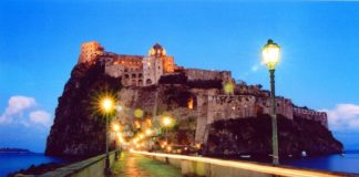 Ischia, notte di follia: kamikaze si barrica nel Castello Aragonese