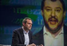 "De Magistris: ""Disponibili ad accogliere Aquarius. Salvini bullo istituzionale"""