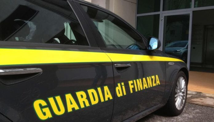 Università Federico II, false assunzioni in cambio di soldi: due indagati