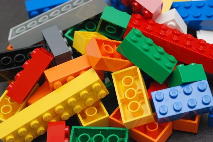 Choc a Boscoreale: bimbo di 4 anni muore soffocato da un mattoncino Lego