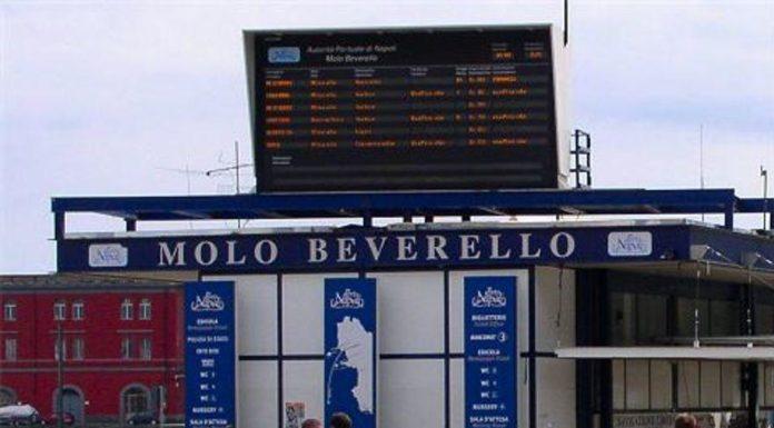 """Caos biglietteria Molo Beverello, Lembo accusa: """"Bagarinaggio? Troppi afflussi sull'isola di Capri"""""""