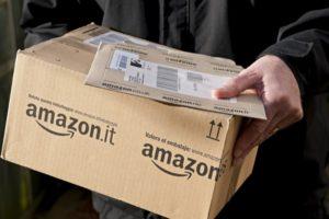 Poste italiane, accordo con Amazon: consegne anche di sera e nei weekend