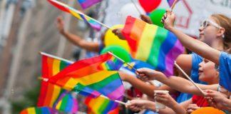 """Pompei pride, festa di """"diritti e laicità"""". Monito del vescovo: """"Sobrietà"""""""