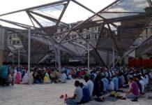 Napoli, migliaia di fedeli in Piazza Garibaldi per la fine del Ramadan