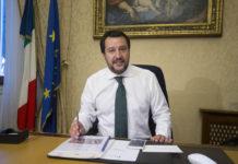 """Salvini: """"Navi Ong cerchino altri porti. La pacchia è stra-finita"""""""