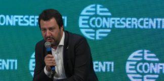"""Salvini: """"Cedolare secca sui negozi e via Imu per quelli sfitti"""""""