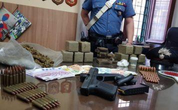 Napoli, Barra: Arrestato un 28enne per droga, armi e cartucce da guerra