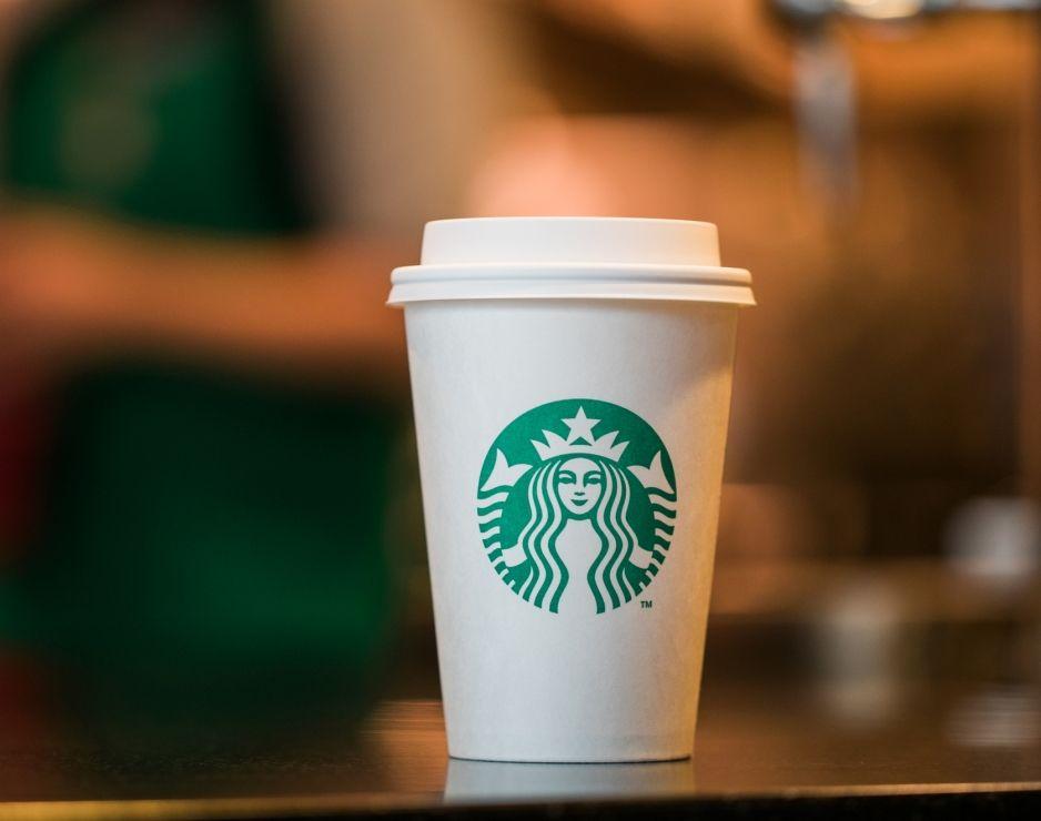 Starbucks, difficoltà nelle vendite: chiudono 150 caffetterie