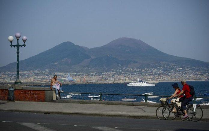 Meteo Napoli, temperature in aumento: torna il caldo estivo