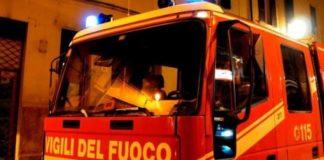 Napoli, via Toledo: Paura per un boato e fiamme in un bar