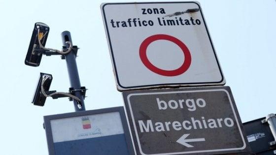 Marechiaro: entrano nella ZTL coprendo le targhe degli scooter. Denunciati
