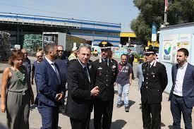 Il ministro Sergio Costa arriva a San Vitaliano per la nube tossica