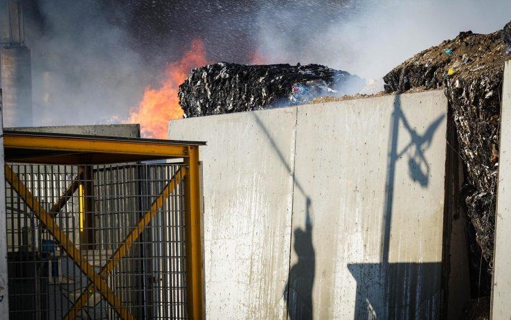 Allarme diossina: maxi incendio in un'azienda che smaltisce rifiuti a San Vitaliano