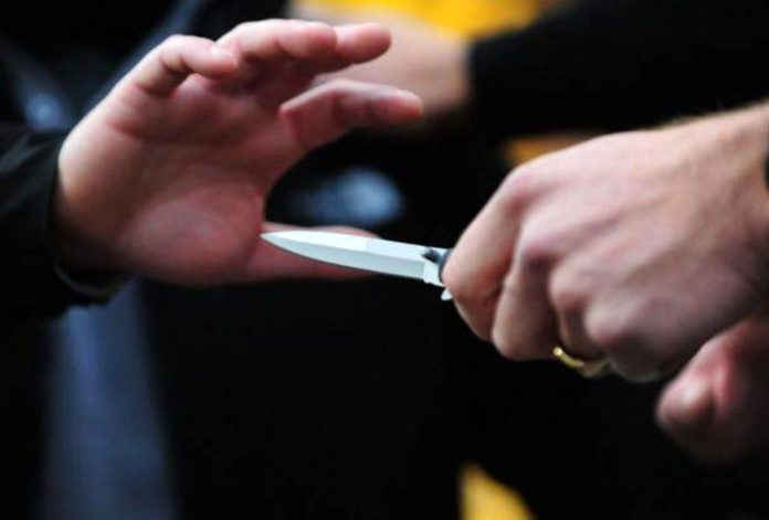 Paura in Corso Garibaldi: 16enne accoltellato da una baby gang