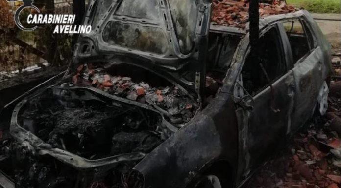 Montoro, auto bruciata in box auto: denunciato un 50enne