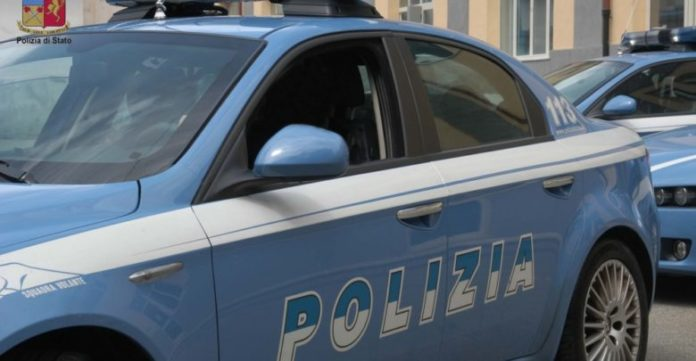 Napoli, lite in campo rom: giovane ferito da colpo di pistola
