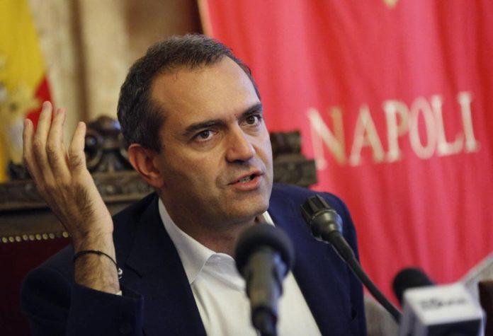 Migranti, l'appello di de Magistris ai napoletani: offrite aiuto e alloggio
