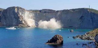 Ponza, crolla costone a Chiaia di Luna: tre turisti salvi per miracolo