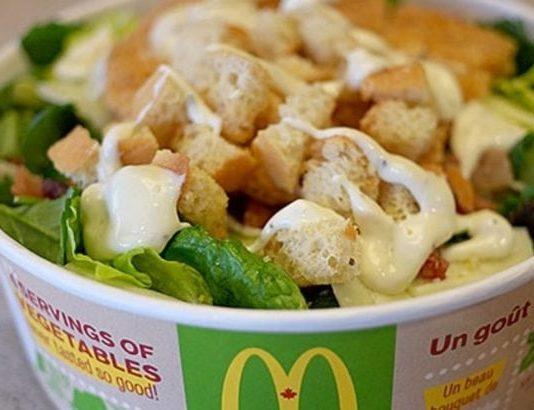 USA, allarme insalate contaminate da McDonald's: casi di ciclosporiasi