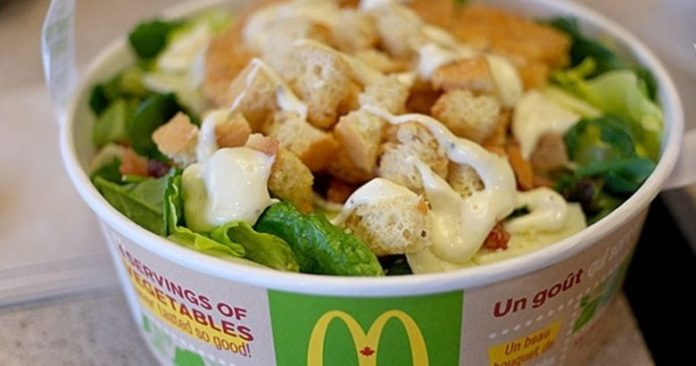 USA, allarme insalate contaminate da McDonald's: casi di ciclosporiasi
