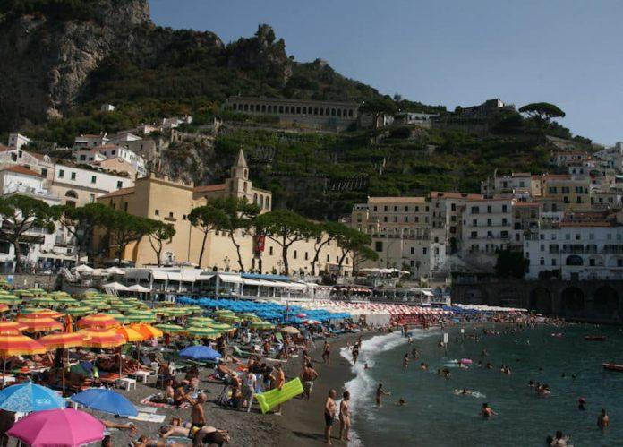 Sequestro lidi ad Amalfi, provvedimenti non eseguiti: si spera in proroga