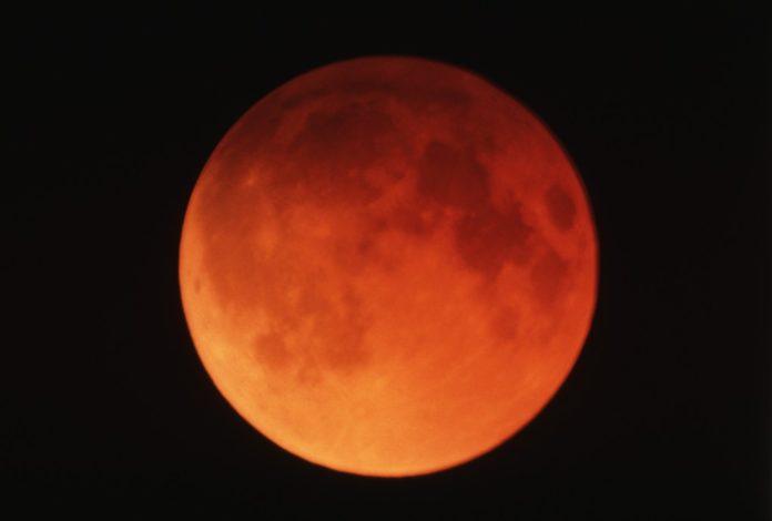 Il 27 luglio è prevista l'eclissi di Luna più lunga del secolo