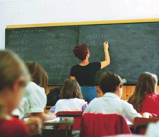 Salerno, licenziata maestra diplomata: è il primo caso in Italia