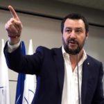 """Salvini: """"Via genitore 1 e 2 dai moduli, si torna a madre e padre"""""""