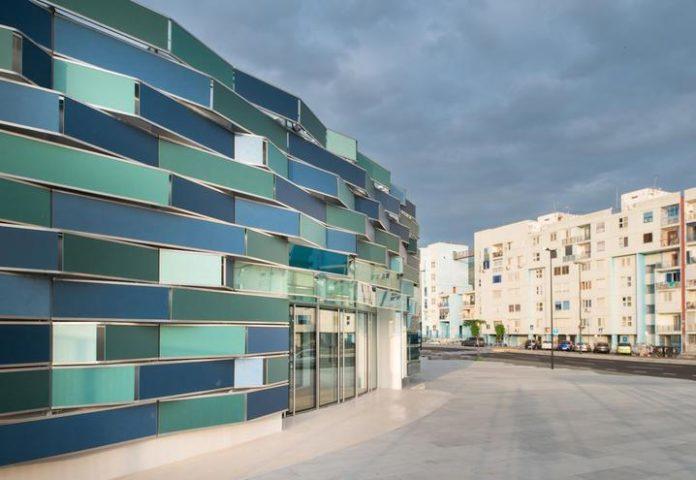 Ospedale del Mare di Ponticelli: precipita dal quinto piano e muore