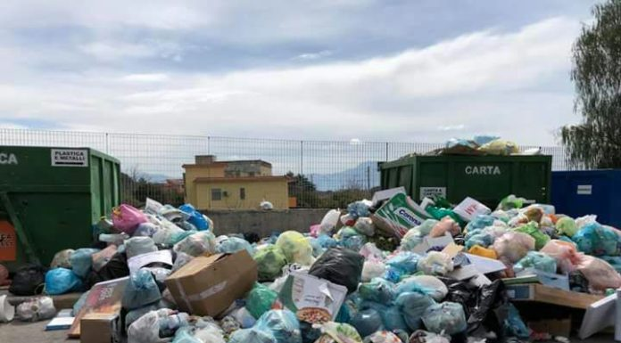 Ponticelli, partita la bonifica per ripulire via Carlo Miranda